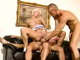 Kinky androgyne anal threesome hardcore action
